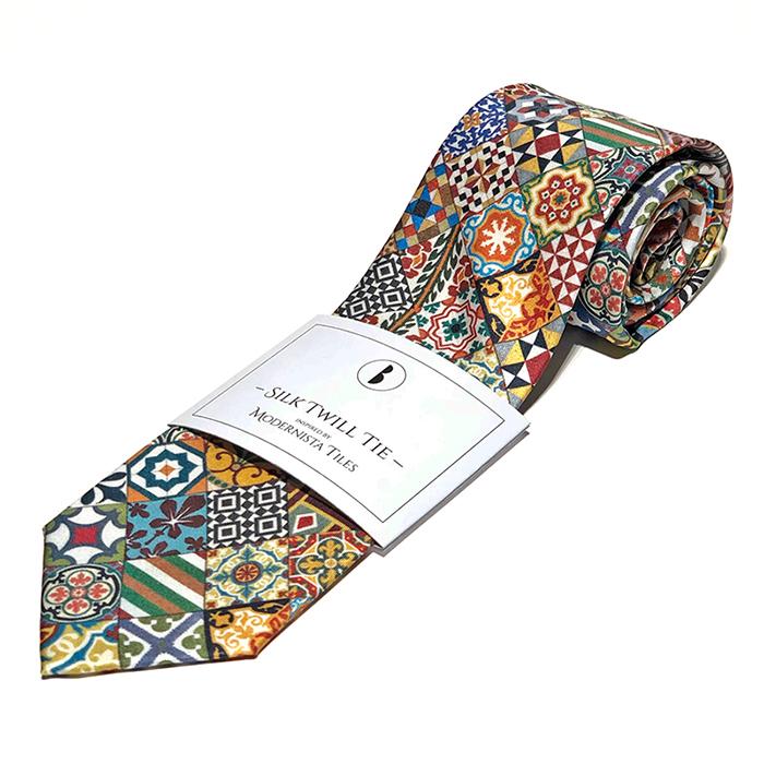 Corbata de seda, Barceloning